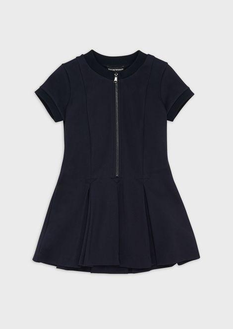 Расклешенное платье скороткими рукавами изастежкой-молнией