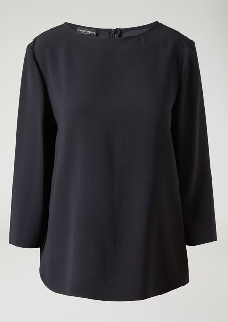 Fluid blouse with boat neck