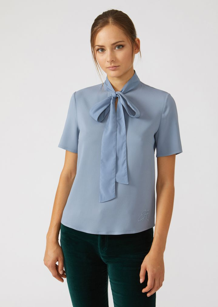 c29b531ef7 Short-sleeved pussy bow blouse