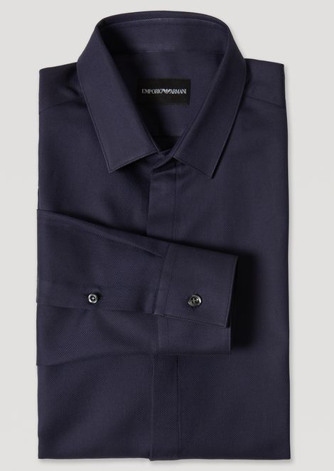 Camicia in cotone stretch con collo piccolo e chiusura nascosta