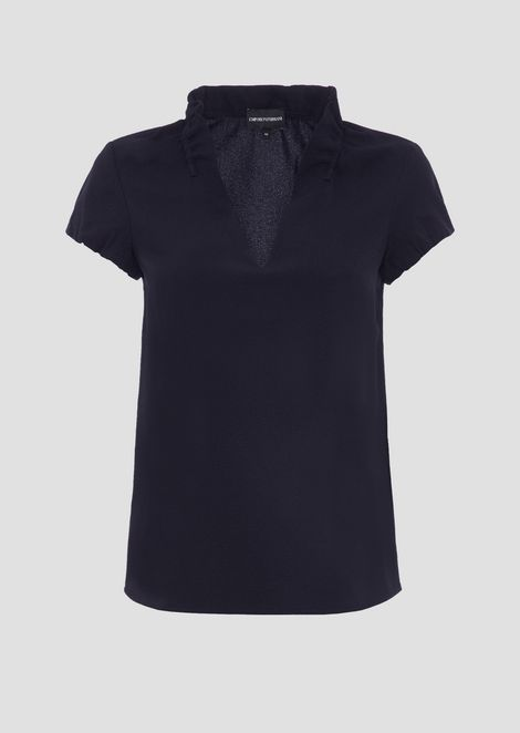 Poly crepe short-sleeved top with ruches on the collar