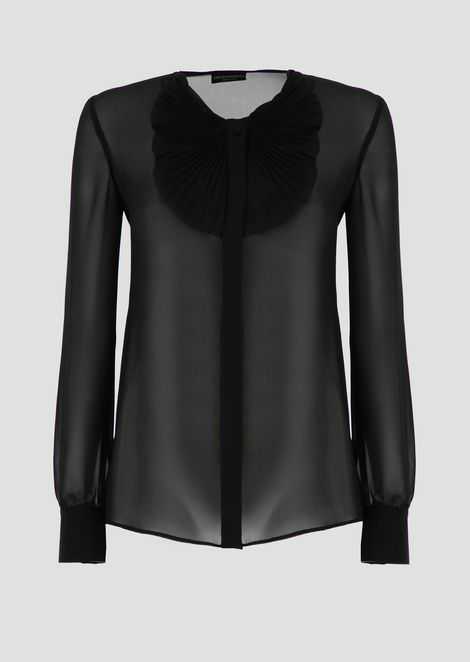 Blouse in silk georgette with plissé collar