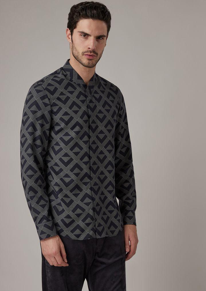 Camicia regular fit con pinces in tessuto chevron con logo