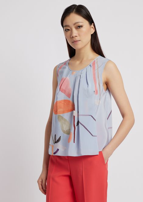 Silk crêpe top printed with flower motif