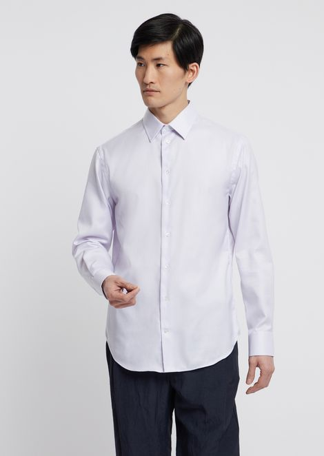 Textured cotton shirt featuring classic collar with stays