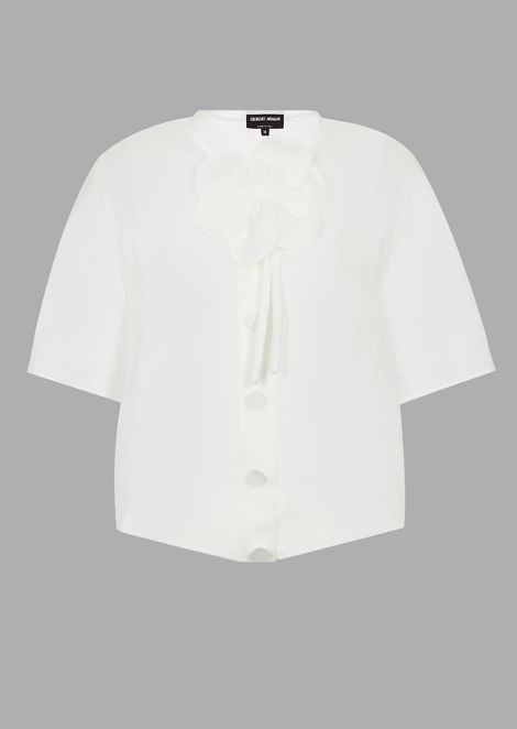 Short-sleeved shirt in ramie canvas with detachable flower
