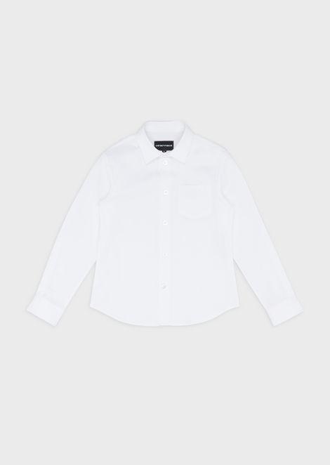 Camisa elástica con logotipo en el bolsillo