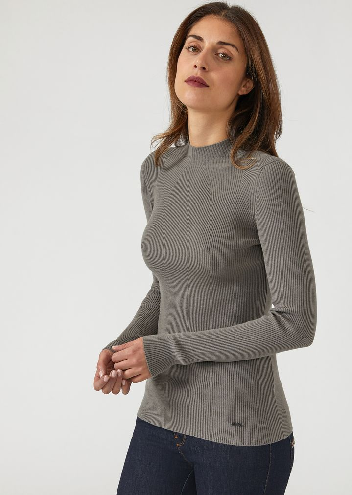 a7f4503f2d2d Ribbed turtleneck sweater