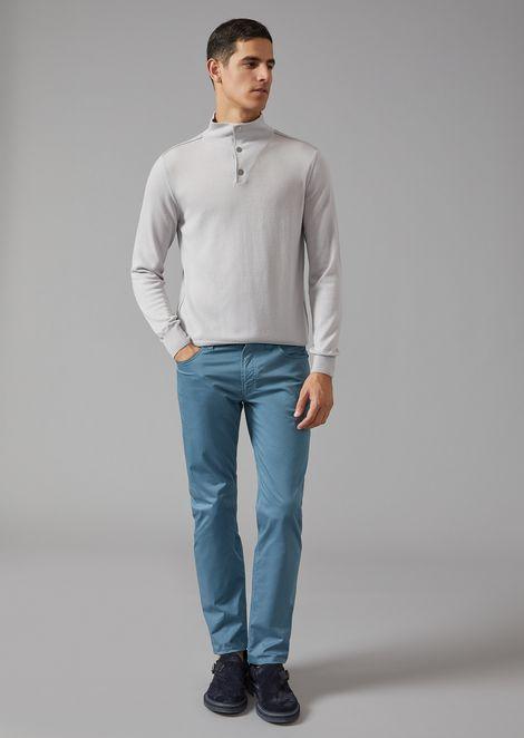 Maglione in cashmere con bottoni sul collo
