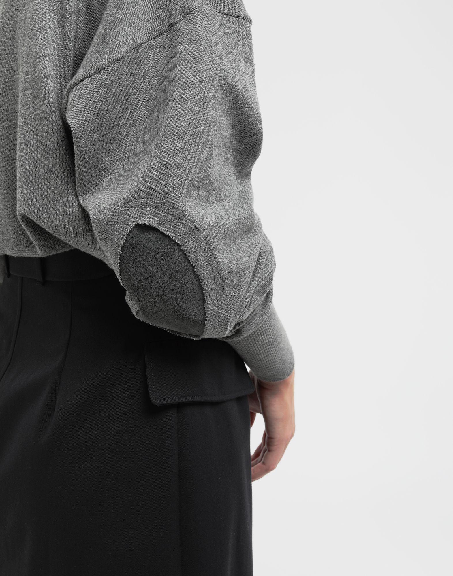 MAISON MARGIELA NewBasic Pullover aus Jerseystrick Pullover mit V-Ausschnitt Dame b