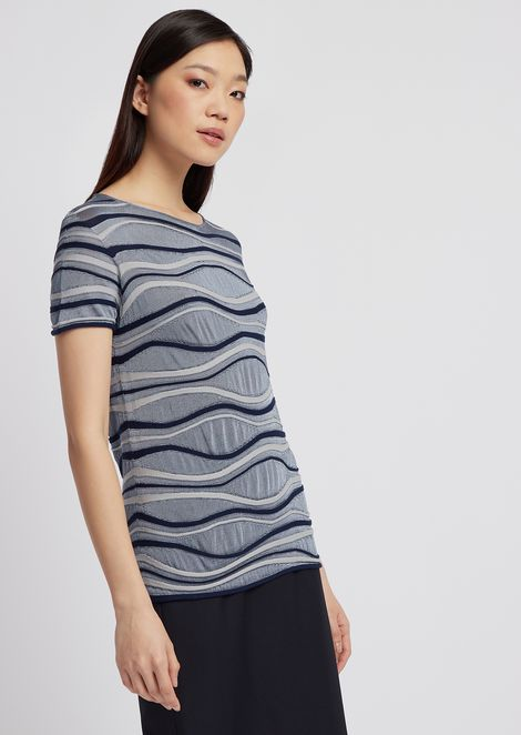Short-sleeved sweater in wavy fabric