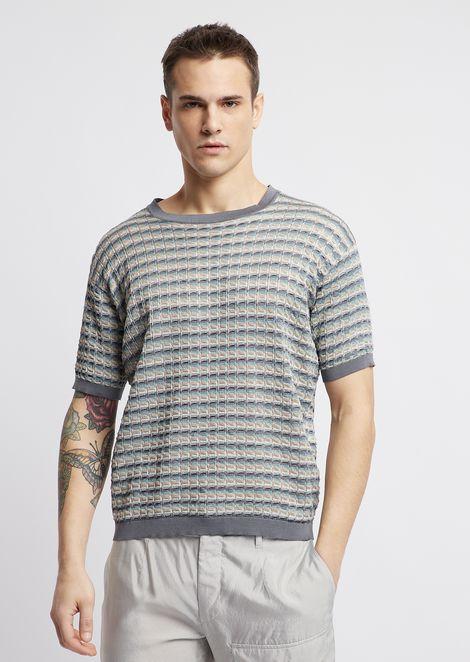 Рубашка из разноцветной перфорированной ткани скороткими рукавами