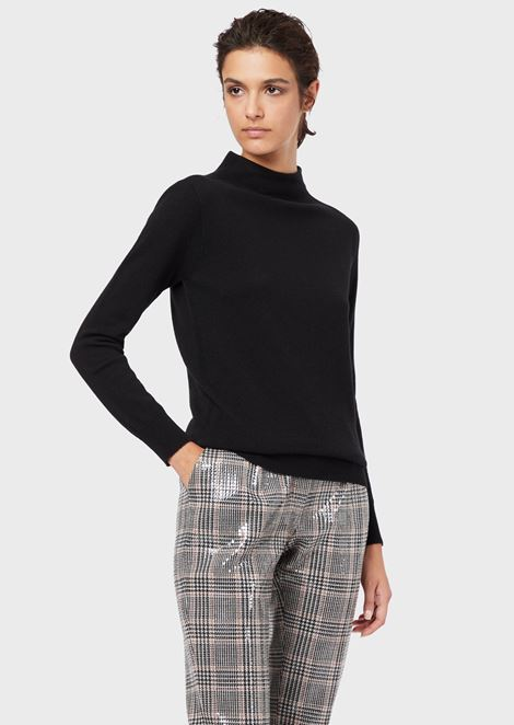 A sweater in cashmere with a wide neck