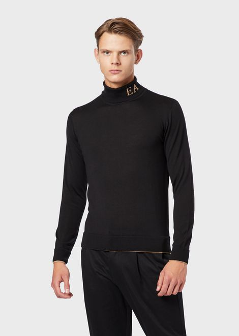 Rollneck in virgin wool-blend with jacquard logo on the neck