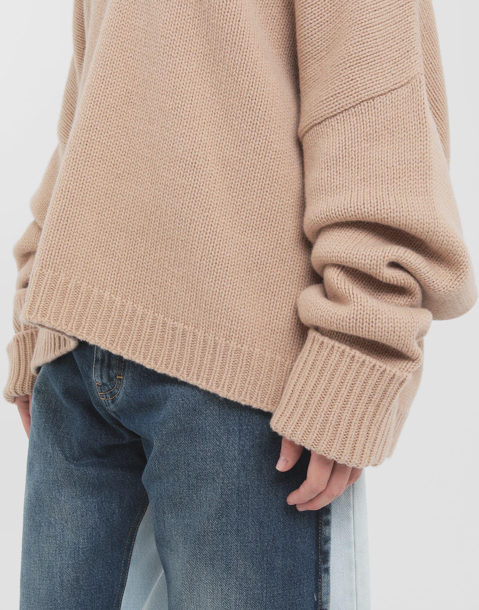 MAISON MARGIELA Unterschiedlich tragbarer Pullover Pullover mit V-Ausschnitt Dame a
