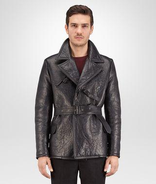 深水墨灰皮革外套,配以拉绒羊毛衬里