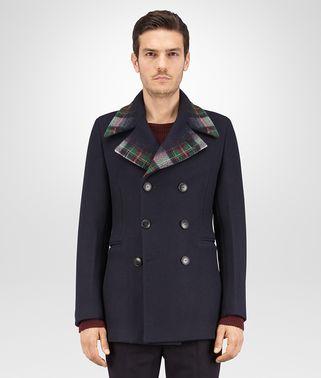 碧玺蓝羊毛羊绒外套,配以刺针格纹细节