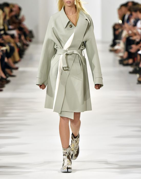 MAISON MARGIELA Look 1: Oversized Celadon Trench Coat D b