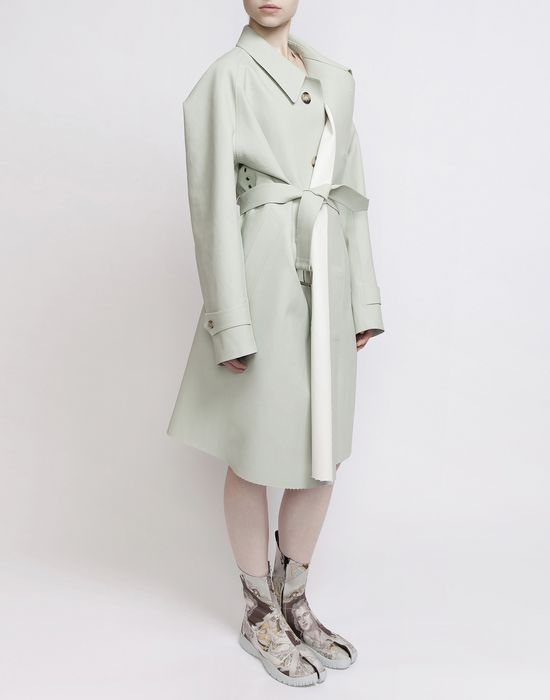 MAISON MARGIELA Look 1: Oversized Celadon Trench Coat D f