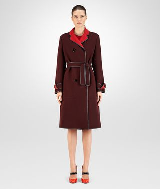 COAT IN TECNICAL CREPE BAROLO E CHINA RED, INTRECCIATO NAPPA DETAILS