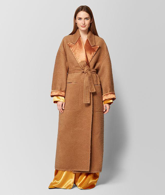 BOTTEGA VENETA CAPPOTTO IN MOHAIR E RASO CAMEL/FAWN Outerwear e giacca [*** pickupInStoreShipping_info ***] fp