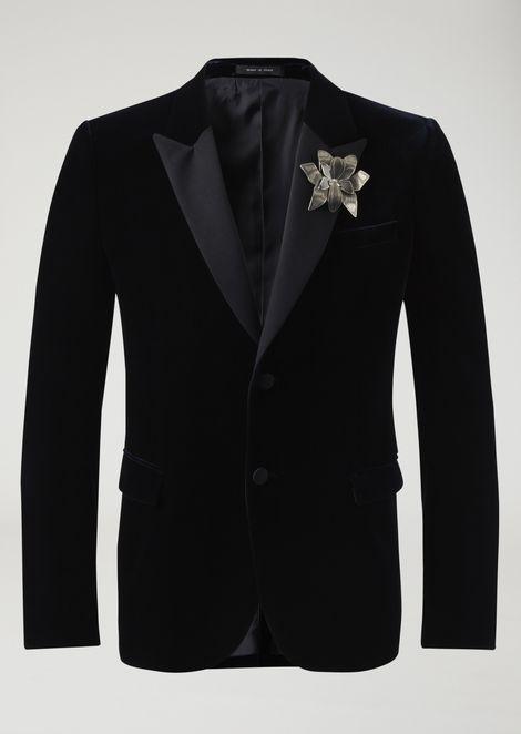 Single-breasted dinner jacket in velvet with flower brooch