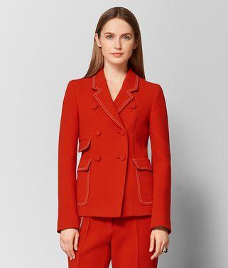 胭脂红羊毛大衣