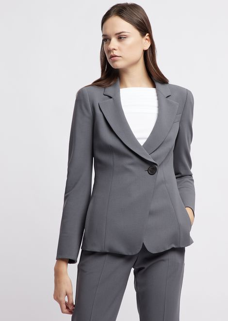 Single-breasted blazer in crêpe fabric with off-center button