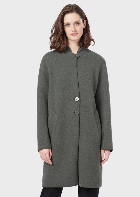 Abrigo de abotonadura sencilla de paño de lana