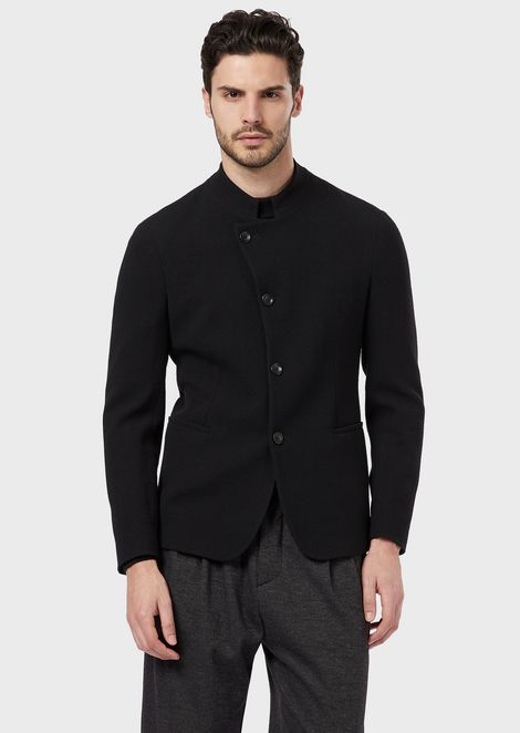 A slim-fit single-breasted jacket in stretch virgin wool creponne