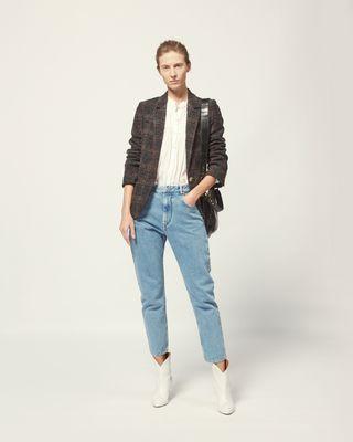羊毛夹克 翻领 单粒扣开襟 胸部嵌线袋 两侧翻盖口袋 模特身高 180 cm,身穿法国尺码 38