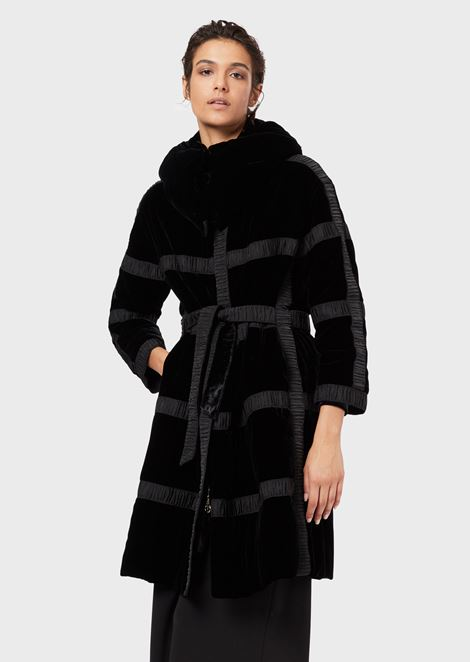 Velvet coat with a hood and pleated ribbons
