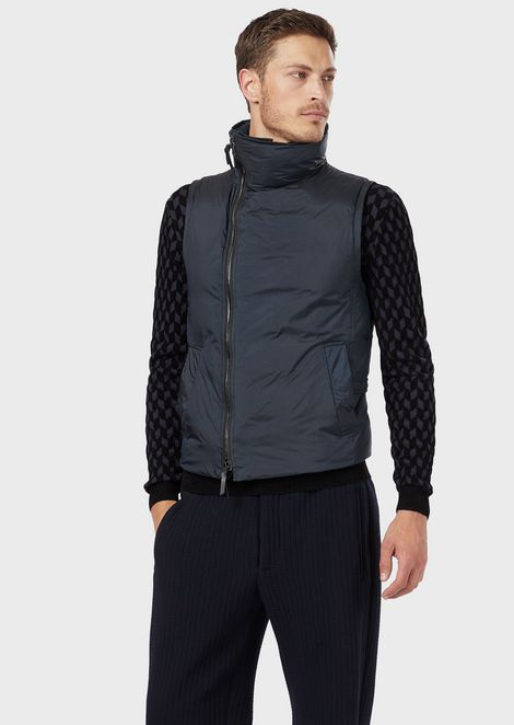 Gilet in performance fabric with goose down filling