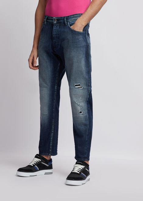 J04 slim-fit distressed jeans in right hand, comfort cotton twill