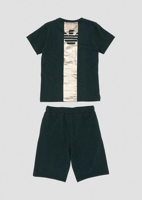 Conjunto compuesto por camiseta y pantalones cortos con estampados metalizados