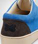 BOTTEGA VENETA SNEAKER AUS WILDLEDER INTRECCIATO PRUSSE, SIGNAL BLUE UND ESPRESSO Sneaker U lp