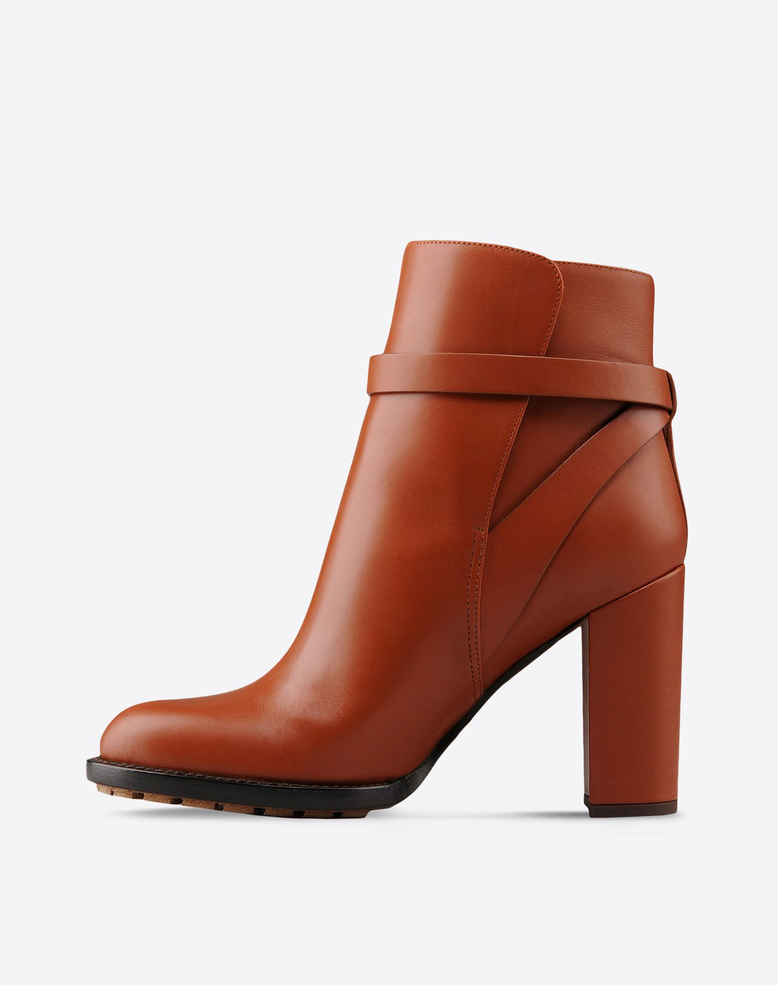 VALENTINO Solid color Side buckle closure Leather sole Round toeline Covered heel  44680959lv