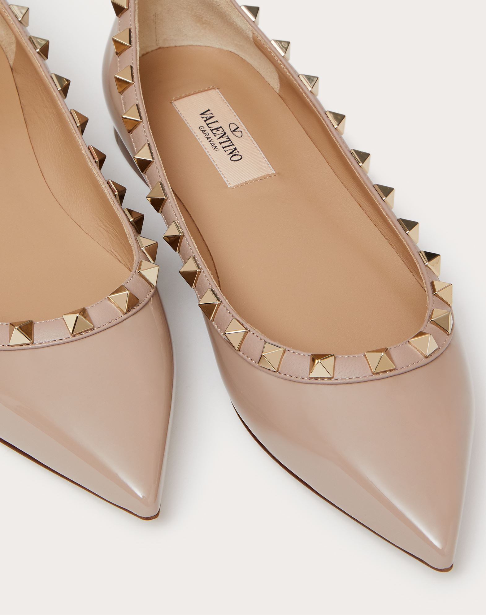 VALENTINO Contrasting applications Varnished effect Leather sole Narrow toeline  44903147dm