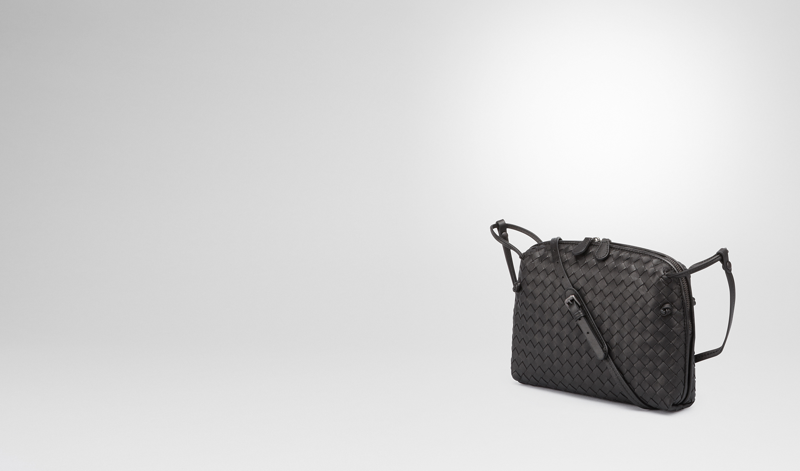 BOTTEGA VENETA Crossbody bag D MESSENGER BAG IN NERO INTRECCIATO NAPPA pl