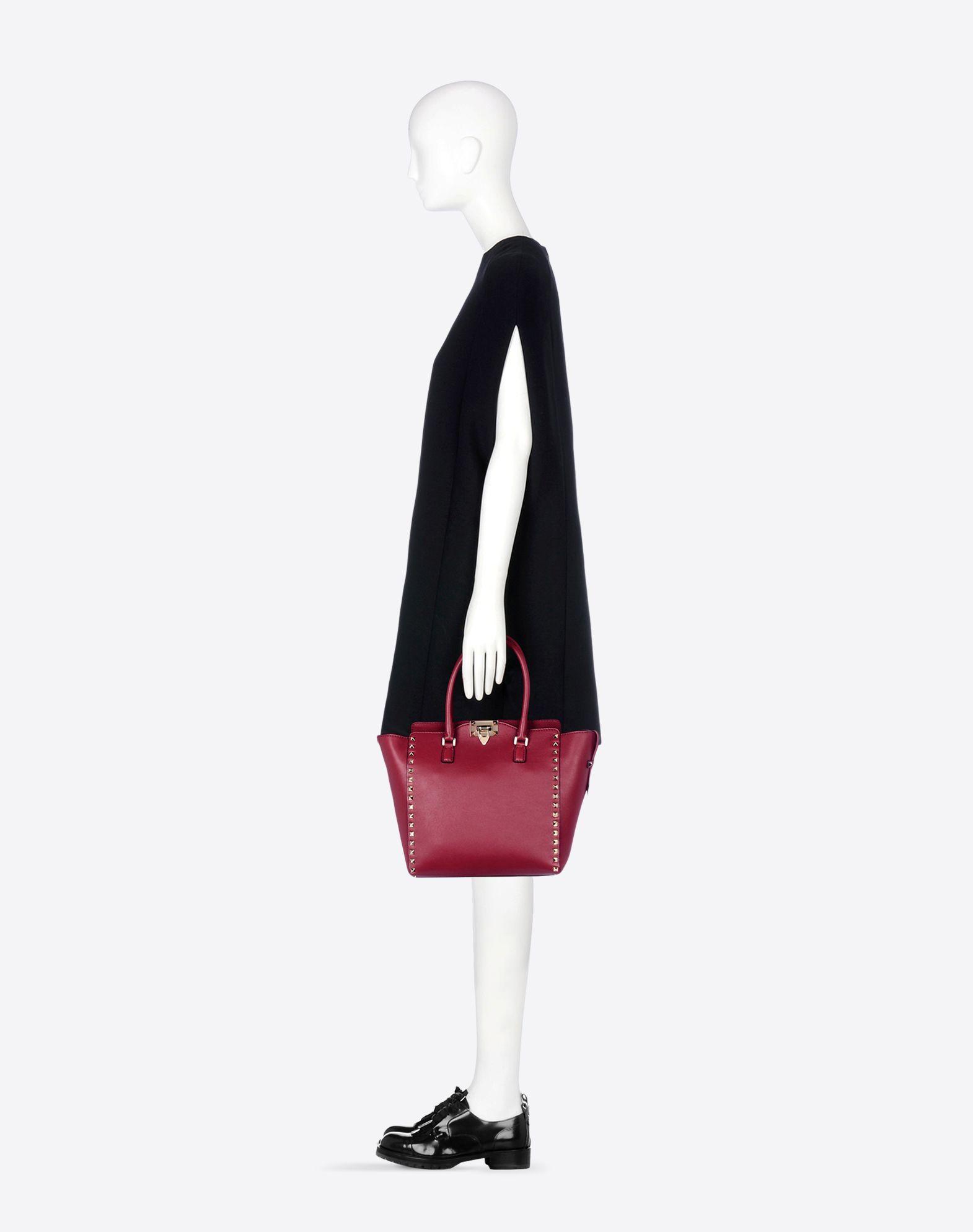 VALENTINO Solid color Zip closure Internal pockets Removable shoulder strap Logo detail Logo detail  45206528ew