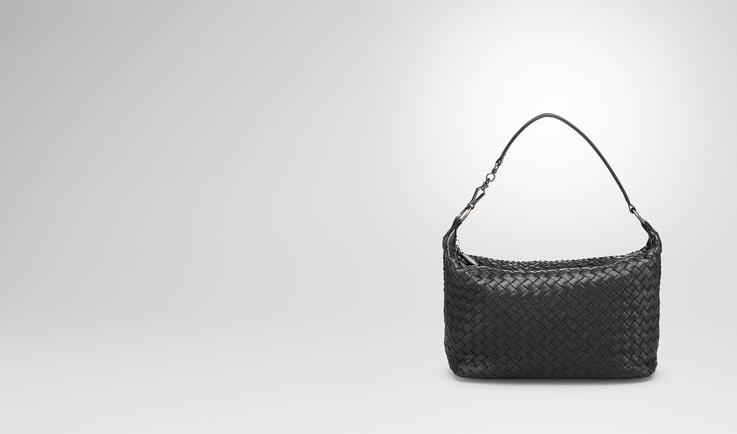 BOTTEGA VENETA Shoulder or hobo bag D SMALL SHOULDER BAG IN NERO INTRECCIATO NAPPA pl