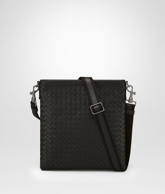 BOTTEGA VENETA SMALL MESSENGER BAG IN NERO INTRECCIATO VN Messenger Bag Man fp