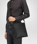 BOTTEGA VENETA SMALL MESSENGER BAG IN NERO INTRECCIATO VN Messenger Bag U ap