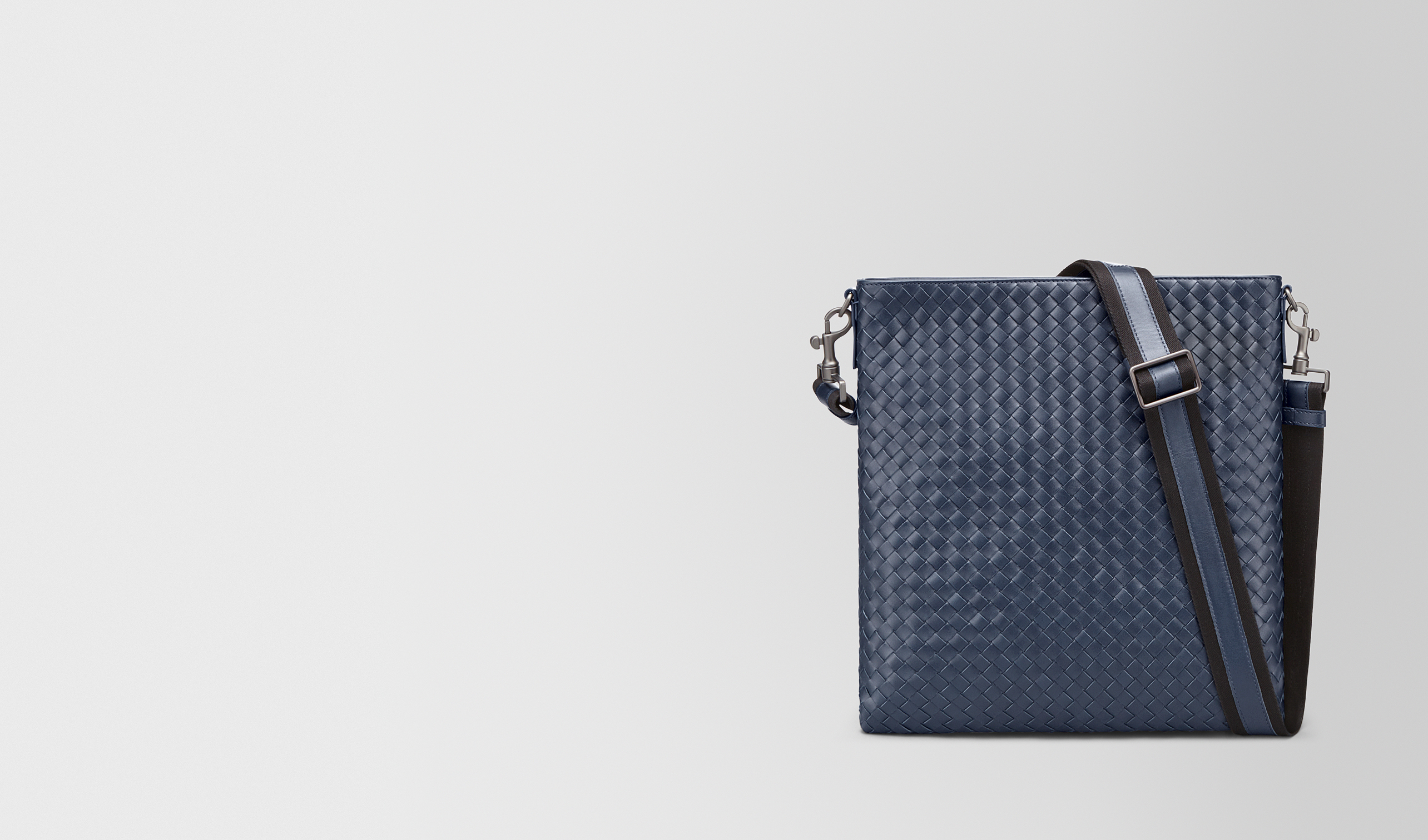 BOTTEGA VENETA Messenger Tasche U GROSSE MESSENGER-TASCHE AUS INTRECCIATO VN IN LIGHT TOURMALINE pl