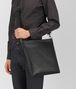 BOTTEGA VENETA LARGE MESSENGER BAG IN NERO INTRECCIATO VN Messenger Bag Man ap
