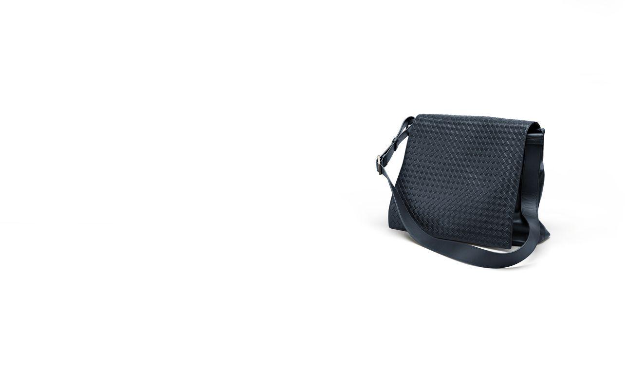 BOTTEGA VENETA Crossbody bag D MESSENGER BAG IN CELESTE INTRECCIATO VN pl
