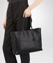 BOTTEGA VENETA MITTLERE TOTE BAG AUS INTRECCIOMIRAGE IN NERO Shopper D ap