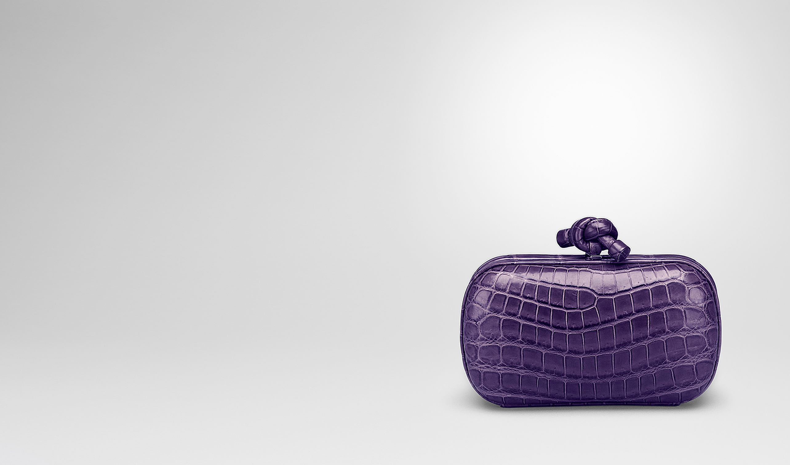 BOTTEGA VENETA Clutch D KNOT CLUTCH IN PLUM CROCODILE pl
