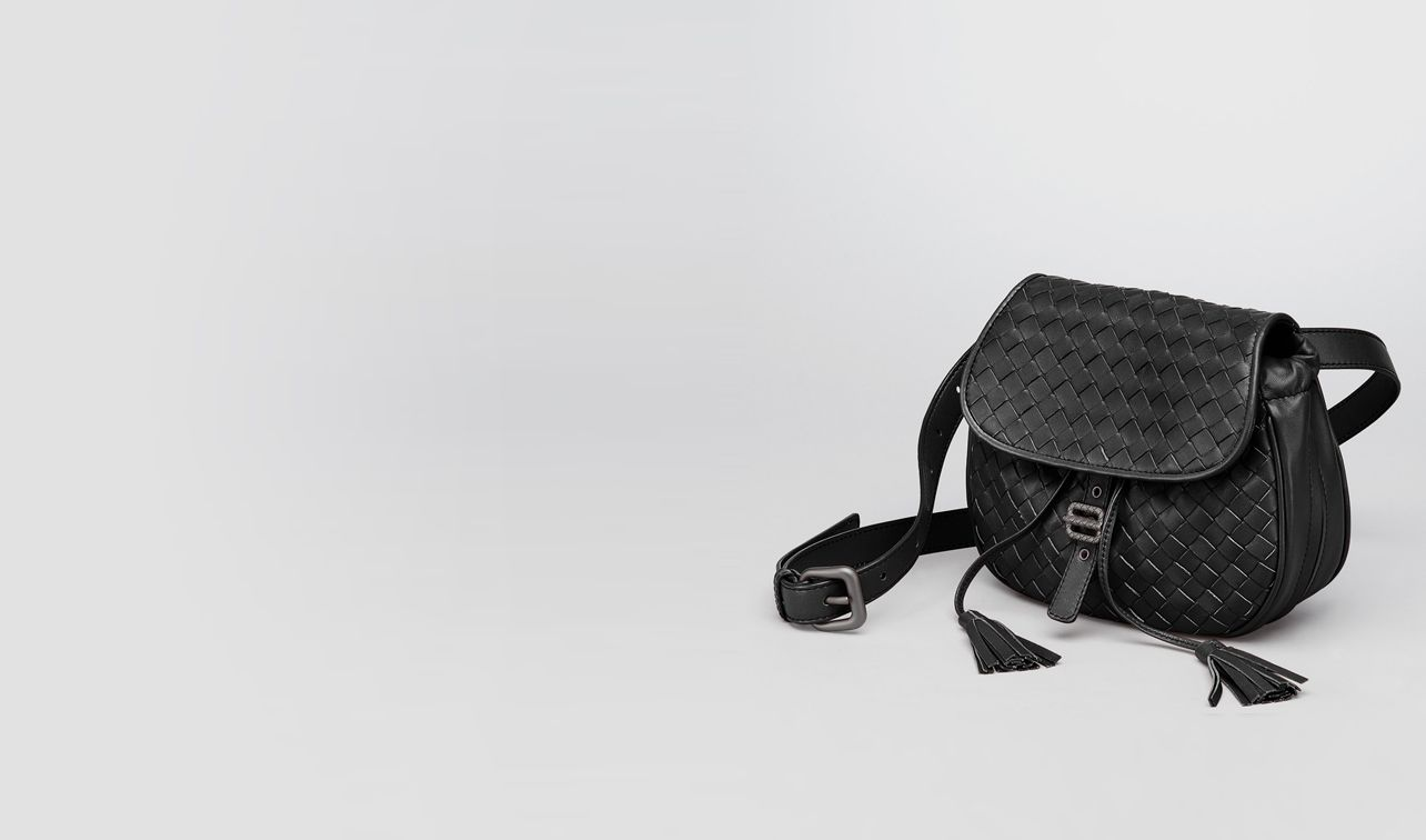 BOTTEGA VENETA Crossbody bag D Nero Intrecciato Nappa Messenger Bag pl