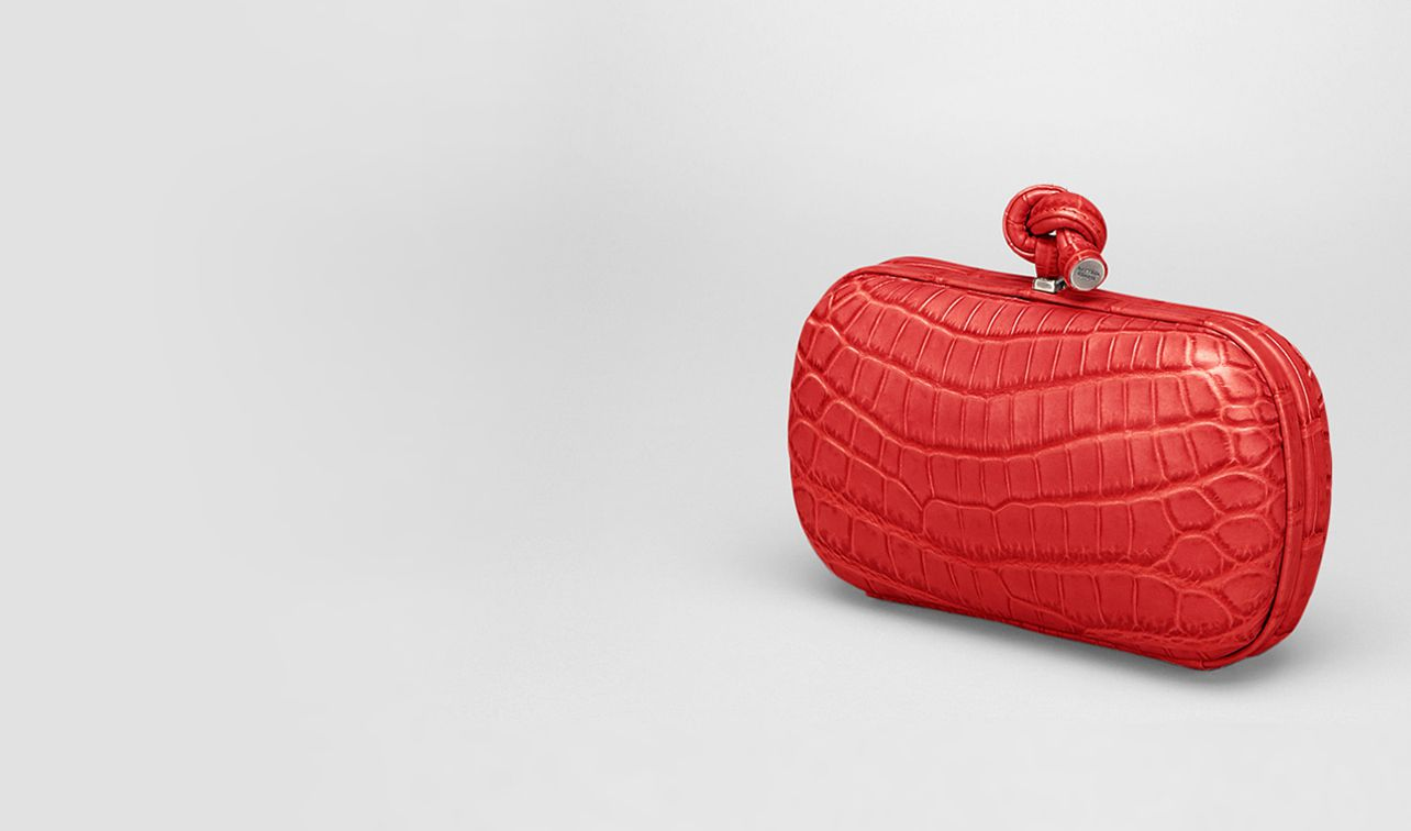 BOTTEGA VENETA Clutch D New Red Soft Crocodile Fume Knot pl